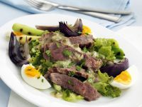 Sliced Steak and Spring Onion with Leaves recipe