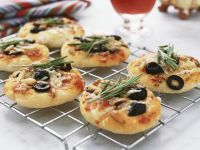 Small Pizzas with Anchovies, Olives and Rosemary recipe