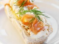 Smoked Salmon and Cottage Cheese on Baguette Slices recipe