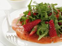 Smoked Salmon with Arugula and Strawberries recipe
