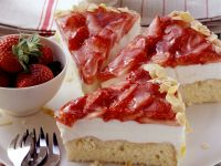 Soft Cheese Cake with Strawberry Topping