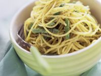 Spaghetti with Arugula Pesto and Green Beans recipe