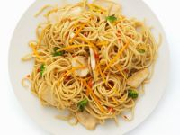 Spaghetti with Chicken Breast and Vegetables