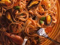 Spaghetti with Seafood and Salmon Caviar recipe