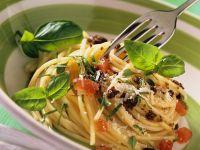 Spaghetti with Tomato and Olives recipe