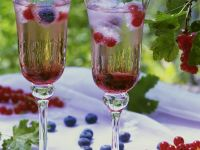 Sparkling Wine and Berry Drinks recipe