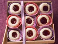 Spiced Cookies with Cherry Jam recipe
