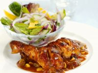 Spicy Chicken with Red Onion and Leaves recipe