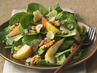 Spinach and Pear Salad with Walnuts recipe