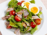 Spinach Salad with Bacon, Egg and Cherry Tomatoes recipe