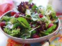 Spinach Salad with Raspberries recipe