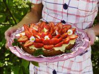 Sponge Cake with Vanilla Cream and Strawberries recipe