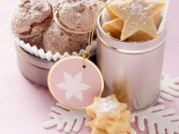 Star Cookies with Macarons