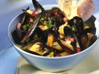 Steamed Mussels with Bacon recipe