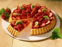 Strawberry and Kiwi Sponge Cake recipe