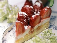 Strawberry Cake with Elderflower Cream recipe