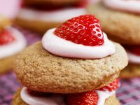 Strawberry Whoopie Pies recipe