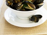 Succulent Mussels with White Wine recipe
