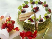 Sugar-free Strawberry and Pistachio Gateau recipe