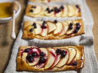 Sweet Apple And Currant Pizza recipe