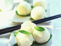 Sweet Sticky Rice Balls with Coconut Milk recipe