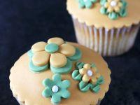 Sweet Sugarpaste Decorated Cakes recipe