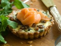 Tartlets with Dates, Arugula and Smoked Salmon recipe