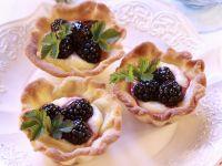 Tartlets with Vanilla Cream and Blackberries recipe