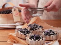 Tarts with Vanilla Cream and Blueberries recipe