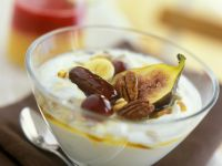 Thick Yoghurt with Fruit Topping