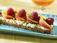 Toast with Yogurt, Fruit and Honey recipe