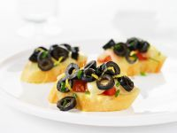 Toasted Bread with Tomatoes, Olives and Mozzarella recipe