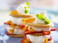 Tower of Cookies, Cream, Strawberries and Peaches recipe