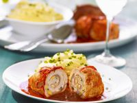 Turkey Rolls with Eggs, Bacon and Paprika-tomato Sauce recipe