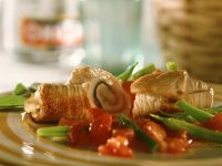 Turkey Rolls with Green Beans and Tomatoes