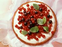 Vanilla Cream Cake with Red Currants