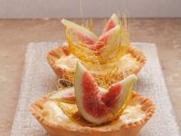 Vanilla Tartlets with Figs and Caramel Strands recipe