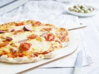 Vegetarian Tomato and Red Onion Pizza recipe
