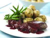 Venison Fillet in Wine Sauce with Potatoes and Green Beans recipe