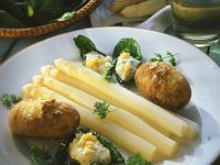 White Asparagus, Baked Potatoes and Creamy Egg Sauce recipe