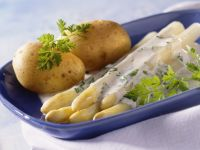 White Asparagus with Potatoes and Chervil Sauce recipe