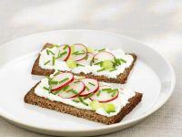 Whole-grain Sandwiches with Cream Cheese recipe