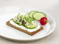 Whole-wheat Bread with Cream Cheese and Vegetables recipe