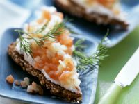 Wholemeal Bread with Apple Salmon Tartar recipe