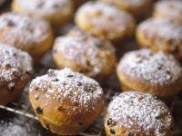Yogurt, Vanilla and Raisin Buns recipe