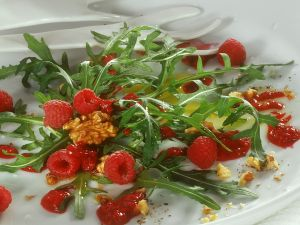 Arugula Salad with Raspberries recipe