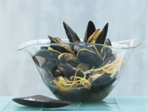 Asian-Style Steamed Mussels recipe