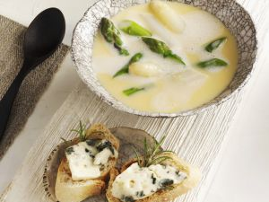 Asparagus Soup with Cheese Baguettes recipe