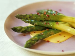 Asparagus with Hollandaise Sauce recipe