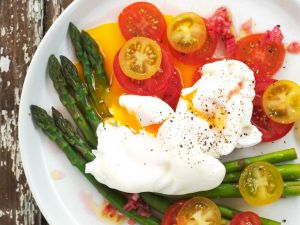Asparagus with Tomato Salad and Poached Eggs recipe